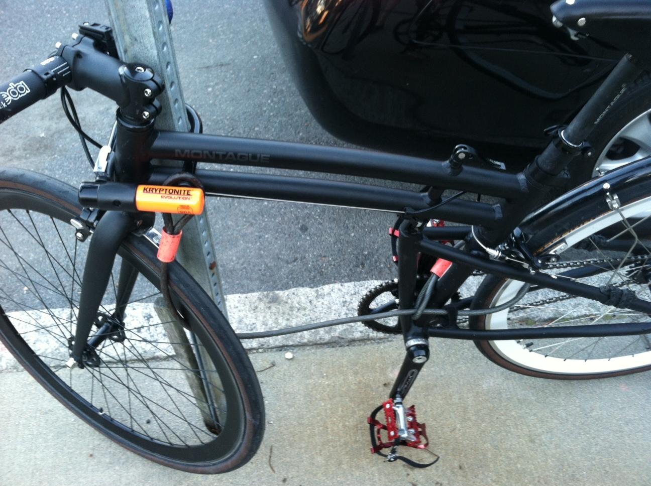 locking the folding bike. Black Bedroom Furniture Sets. Home Design Ideas