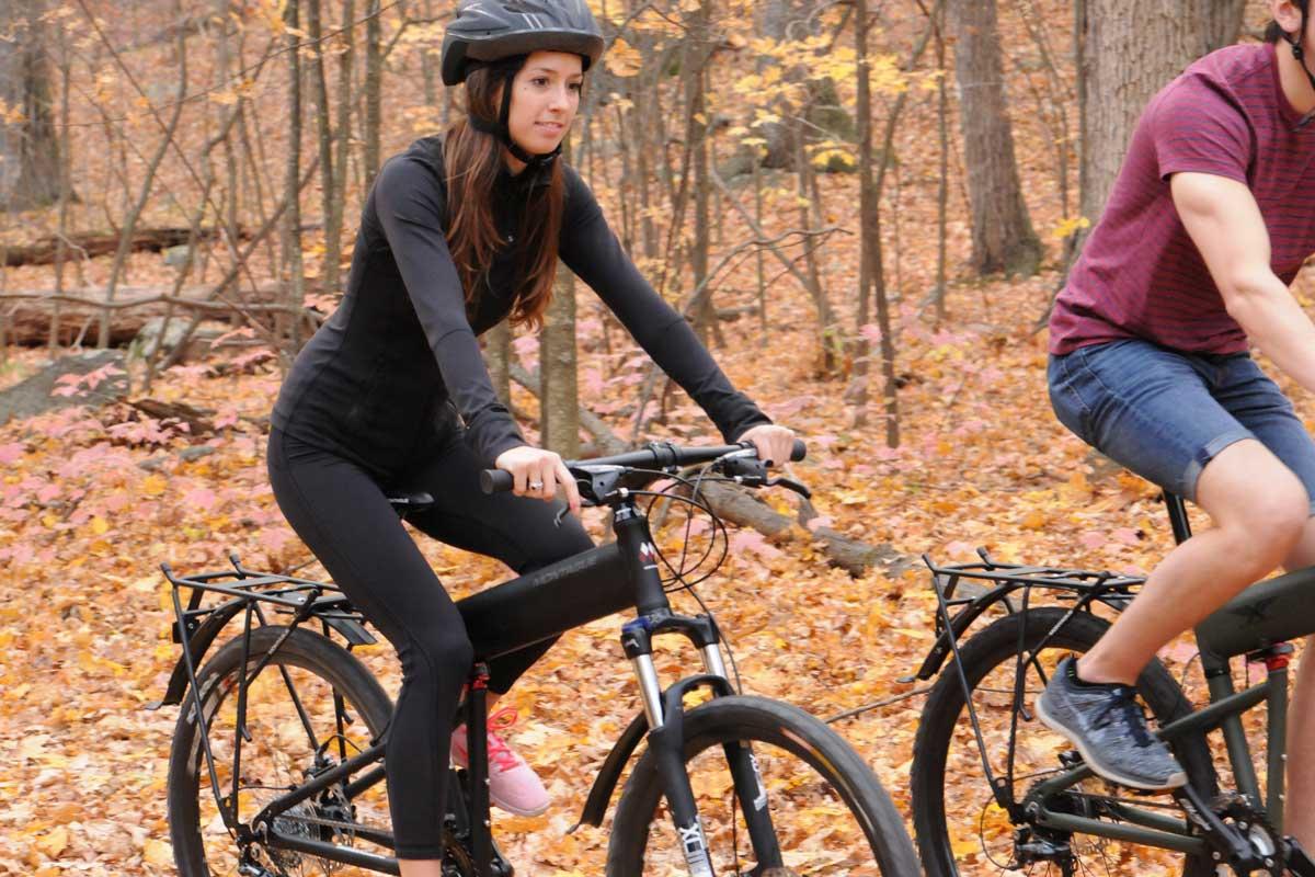 Para-and-Para-Pro-closeup-riding-with-woman